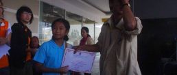 แตงโม ชนะเลิศประกวดวาดรูปวันเด็ก 2552 ห้างโอเชี่ยนชุมพร