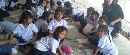 วิทยากรสอนศิลปะและเปเปอร์มาเช่จากวัสดุที่ใช้แล้ว ให้เด็กพังงาในพื้นที่โดนซึนามิ จัดโดย Save the Children 19-22/6/60